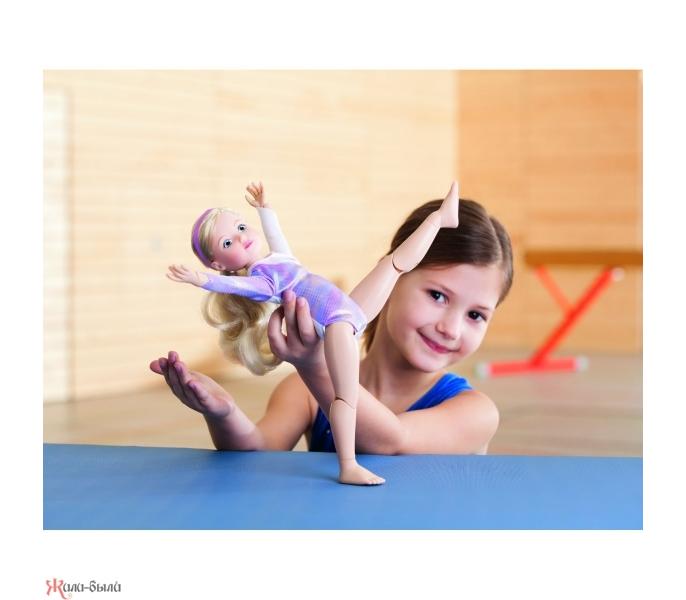бесплатное фото акробаток с игрушками